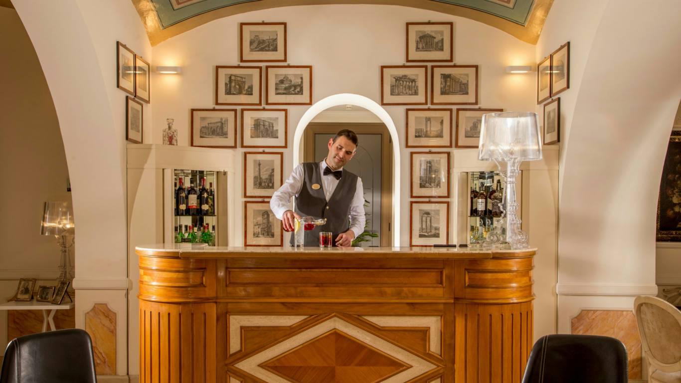 Hotel-canada-rom-canadian-bar-40