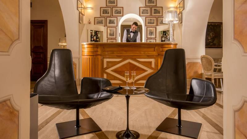 hotel-canada-rom-service-5721